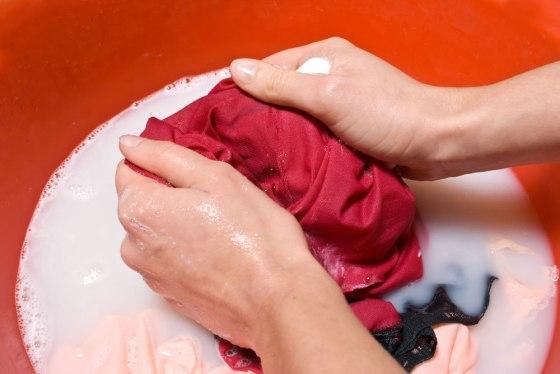 Mencuci Dengan Tangan